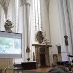Architekt Rob Grotewal vom Landschaftsarchitekturbüro Levin Monsigny stellt sein Konzept zur Umgestaltung des Marienkirchhofs vor. (Foto: André Franke)