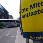 "Wahlkampfplakat der FDP in der Wilhelmstraße in Berlin-Mitte: ""Die Mitte entlasten"" (Foto: André Franke)"