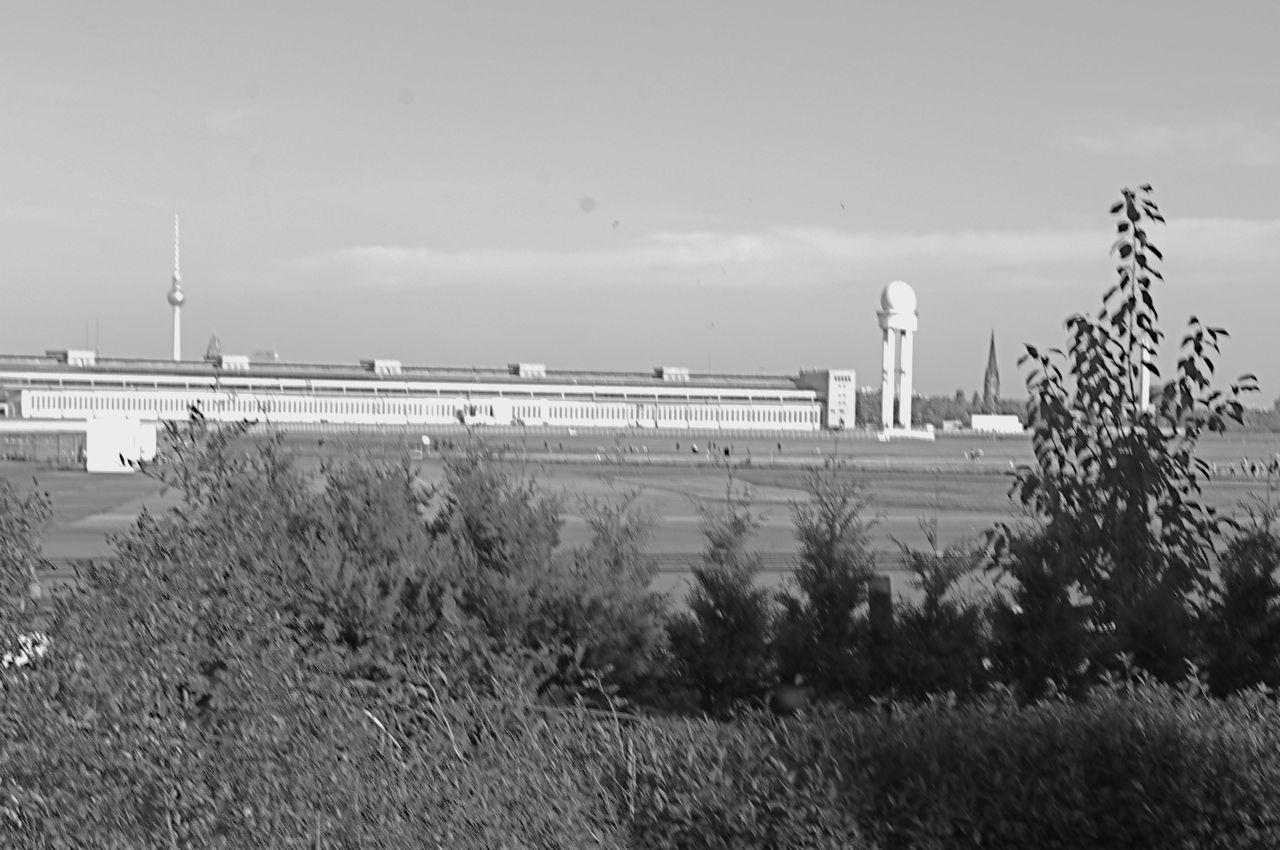 Flughafengebäude am Tempelhofer Feld, aus südlicher Richtung (Foto: André Franke)