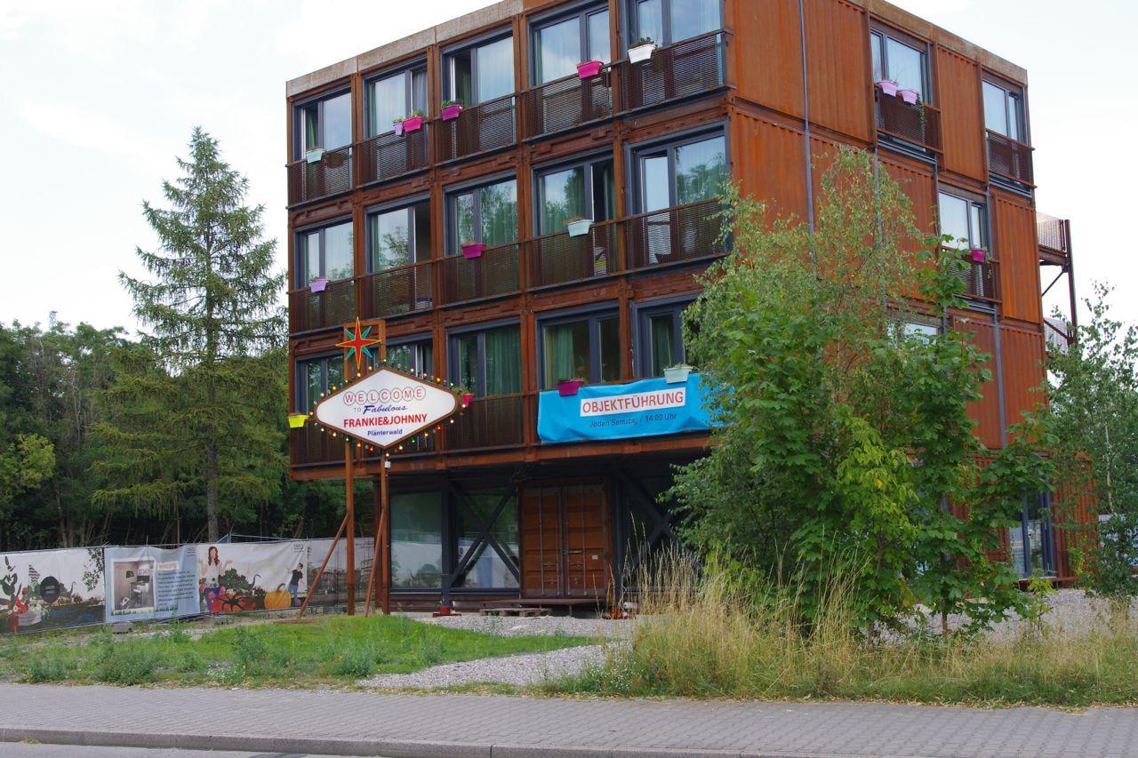"""Studentenwohnheim in der Eichbuschallee in Treptow: nur das erste """"Gebäude"""", 2014"""