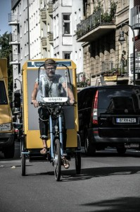 """Leichtgewicht: Ein Elektrolastrad der Transportfirma """"Velogista"""" aus Kreuzberg. Bald in Scharen? - Es wird Zeit, dass sie kommen!"""