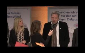 Dr. Benedikt Goebel, Historiker und Mitglied des Kuratoriums. Johanna Schlaack (links), von Think Berlin und ebenfalls im Kuratorium