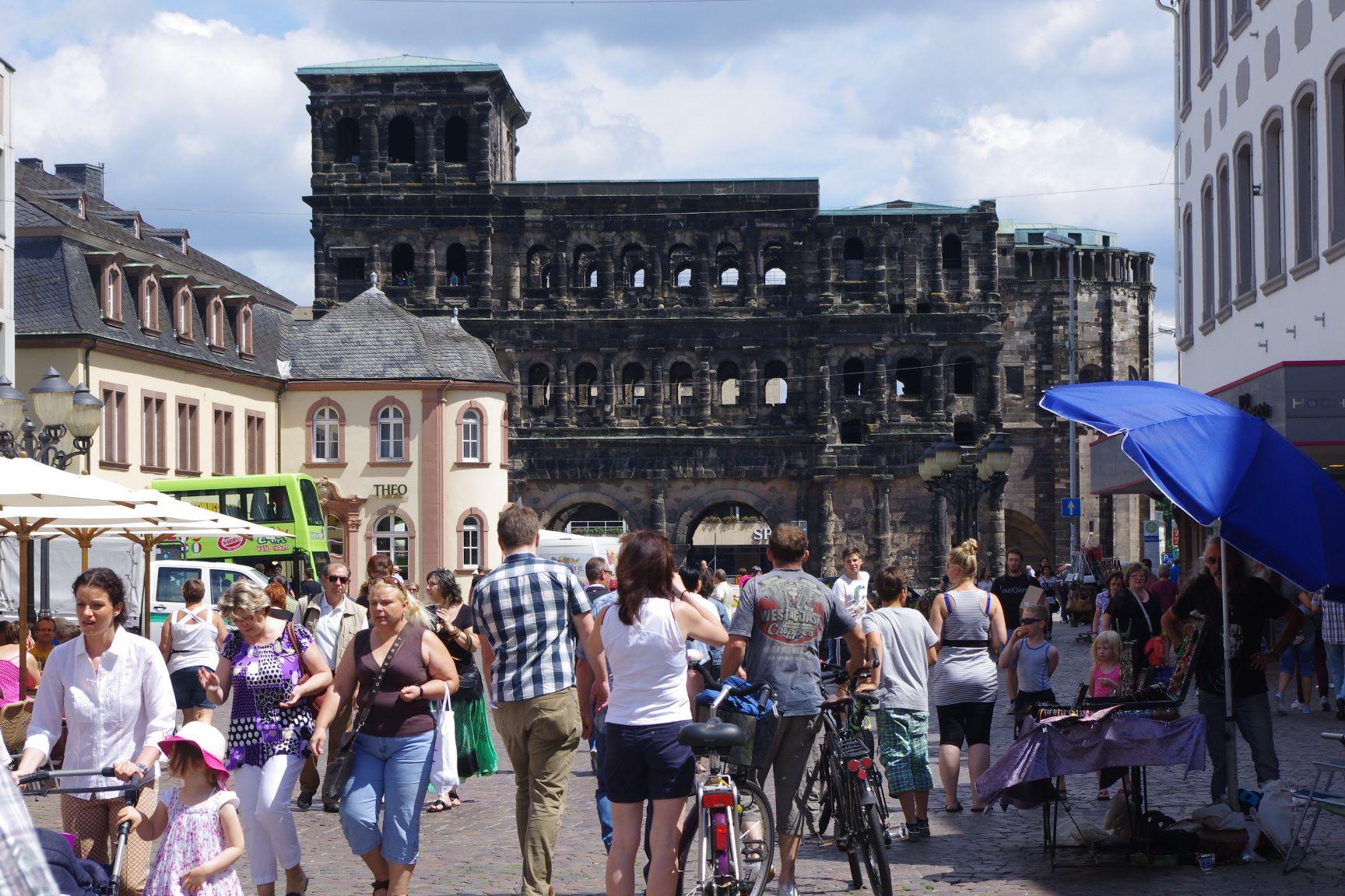 Altstadt Trier: gefüllte Straßen. Echte römische Historie. Geht sowas in Berlin? (Foto: André Franke)