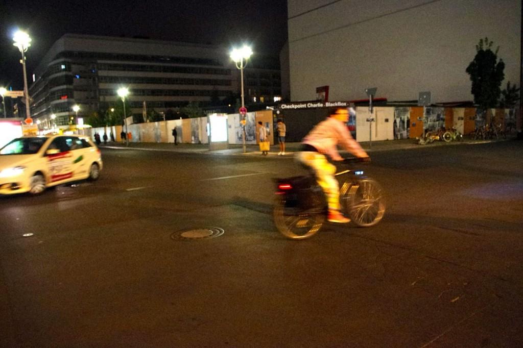 Laster? - Nachts bitte! Dann gibt´s hier genug Platz. Checkpoint Charlie, 2014 (Foto: André Franke)