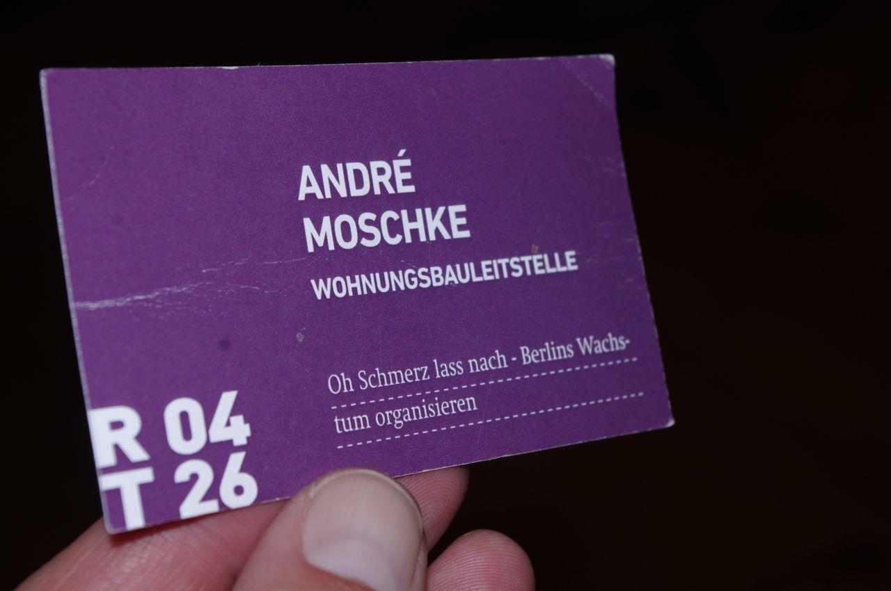 """Karte gezogen: Experte André Moschke, Tisch 26, Runde 4, Kosten: 1 Euro (unmittelbares Resultat: """"Gebetsmühle Wohnungsbau"""")"""