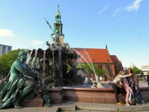 Neptunbrunnen und Marienkirche auf dem Rathausforum 2015: Siamesische Zwillinge, die nicht getrennt werden sollten, finde ich (Foto: André Franke)