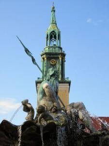 Stadtdebatte: Neptun ist Kirche - zumindest farblich. Solche Stadtbilder sind doch eine Qualität. Aber man kann sie verhandeln, da es auch andere Qualitäten geben könnte (Foto: André Franke)