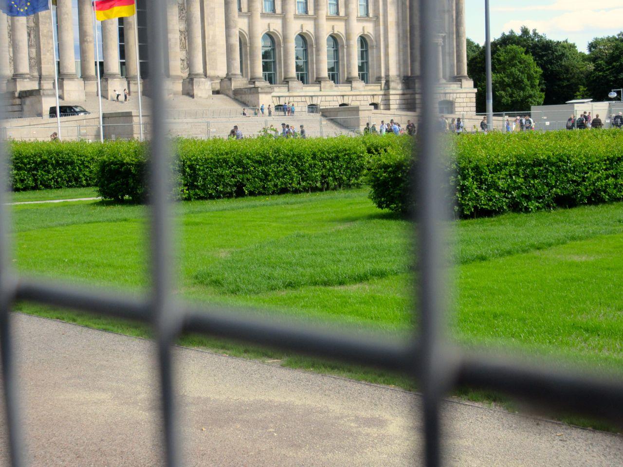 Rasen vor dem Reichstag, Juni 2015