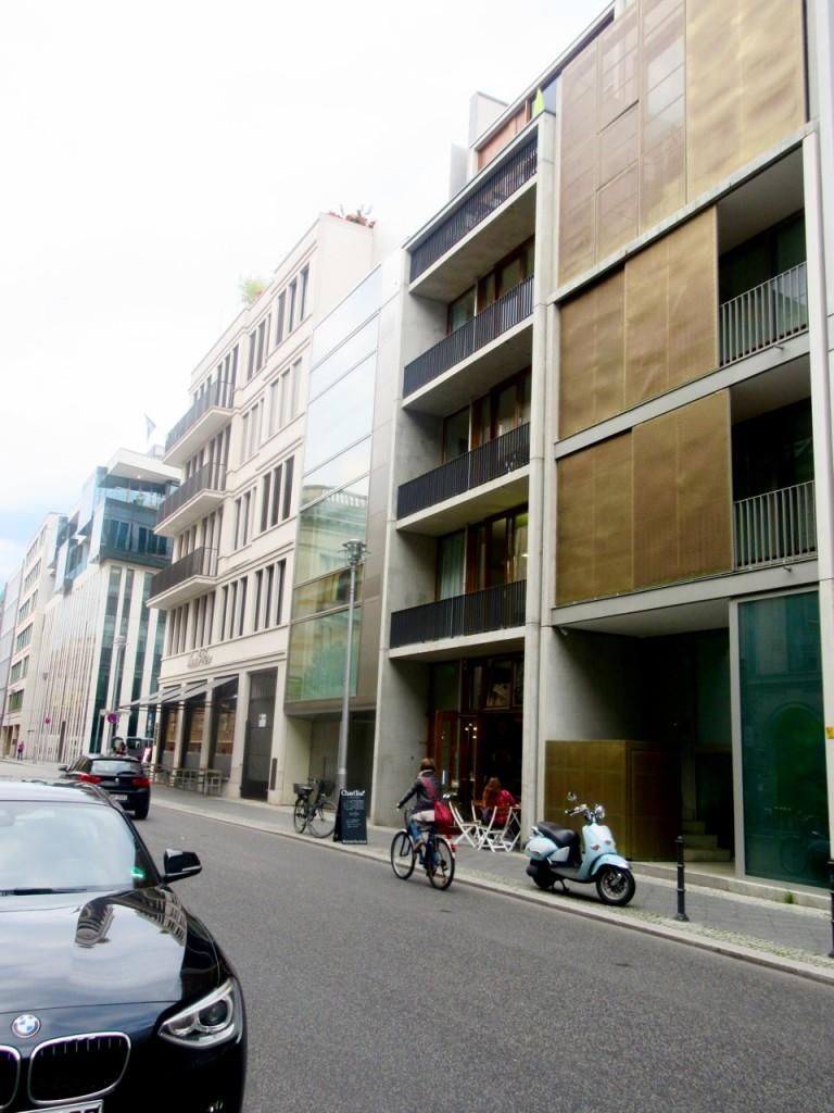 Unscheinbar in der Oberwallstraße 20 gibt es ein Urbaniten-Café. Drinnen: der Blick in den Innenhof (Foto: André Franke)
