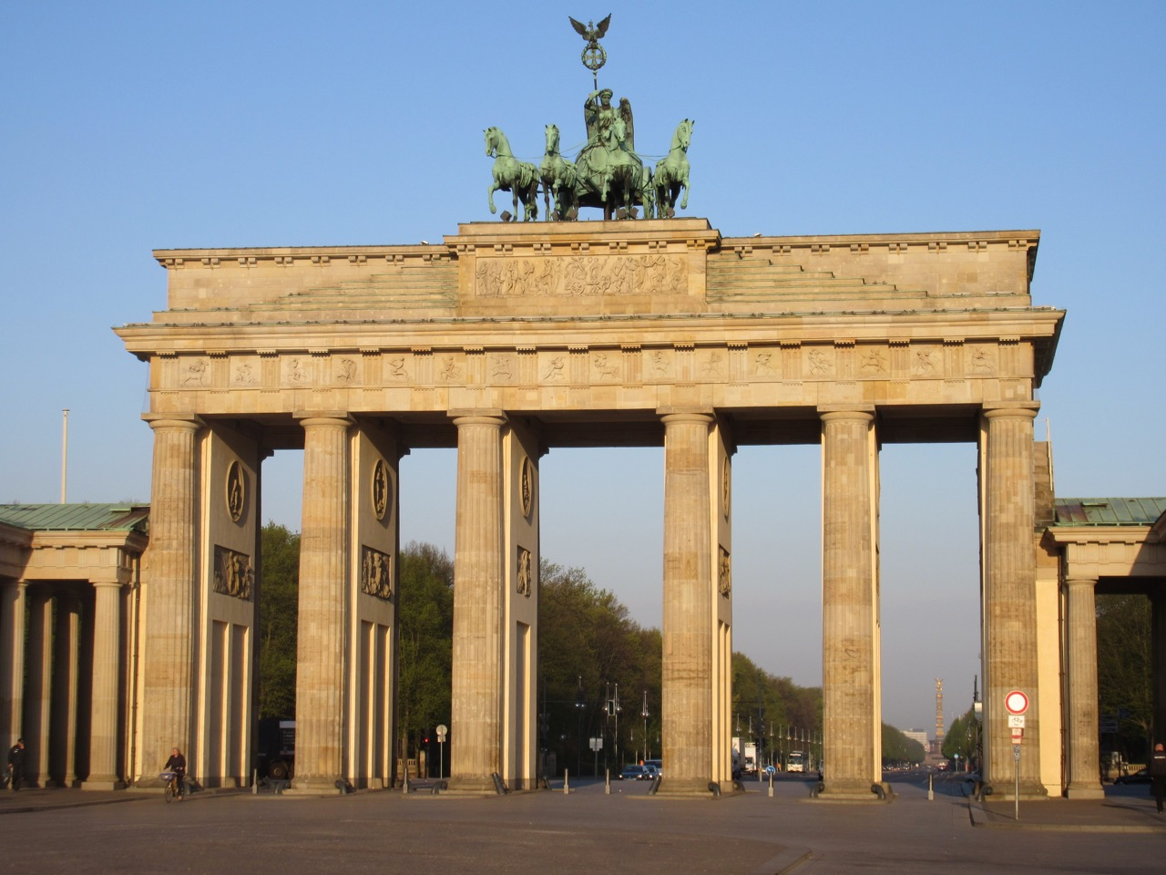 Brandenburger Tor in Berlin. Auch in Paris gab es Schmucktore