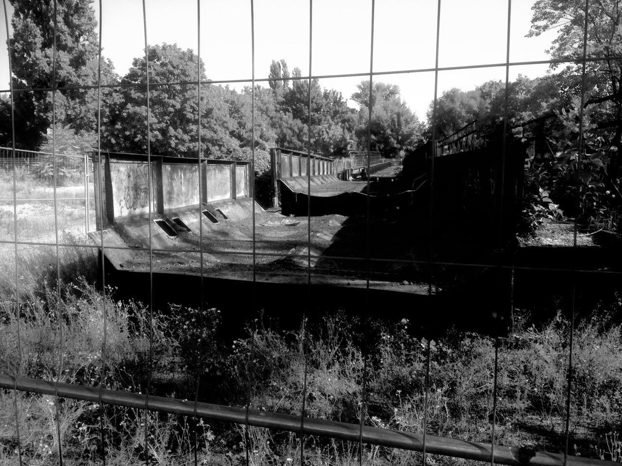 Warten auf Sanierung und Reaktivierung: rostende Yorckbrücke auf Brachfläche Nähe Hellweg-Baumarkt (Foto: André Franke)
