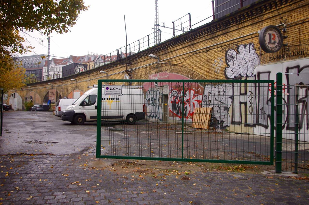 Das ist nicht die Friedrichstraße und man gelangt auch nicht zu ihr, wenn man hier durchgeht (Foto: André Franke)