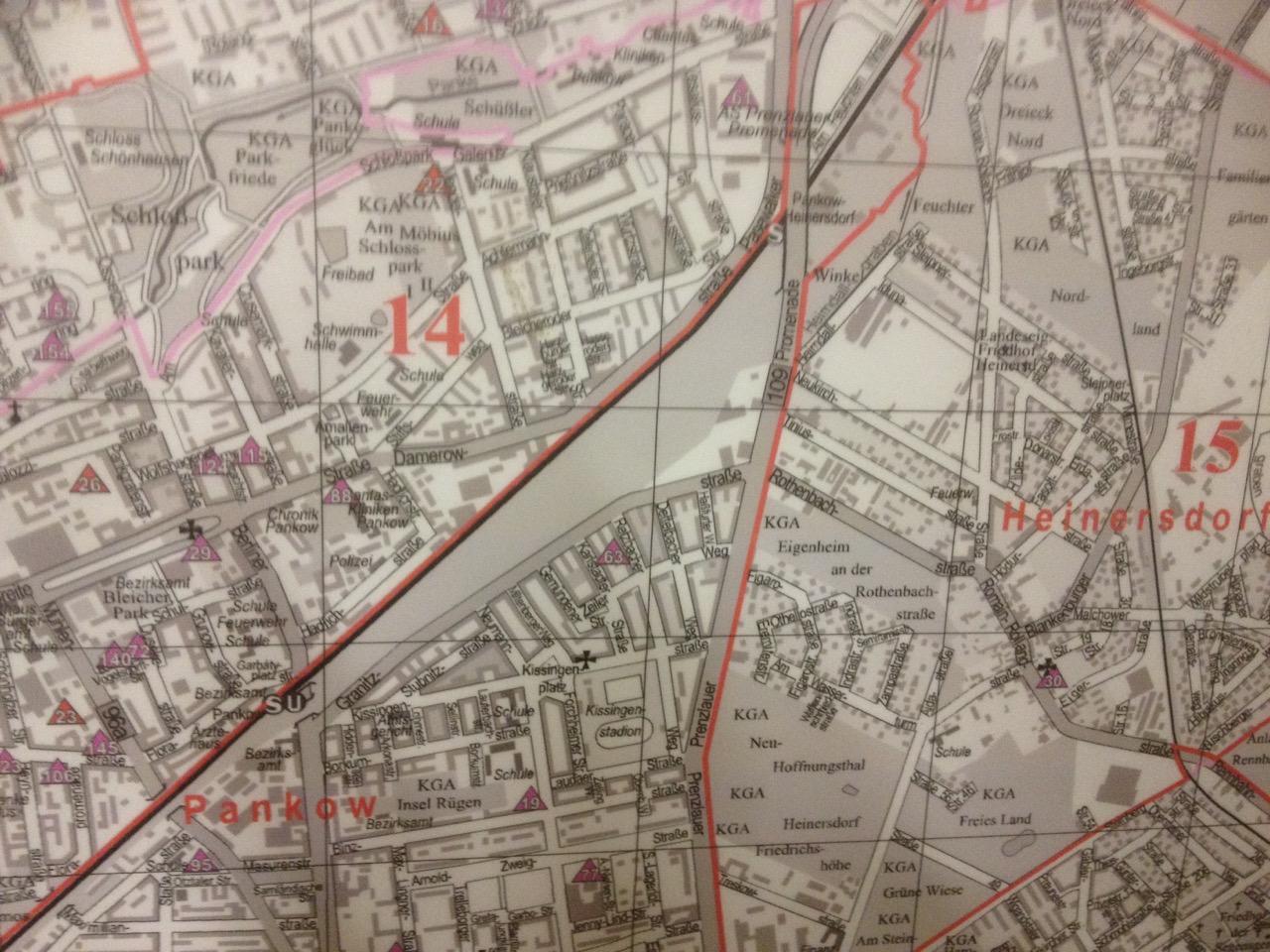 """Ein grauer Riese - das Gelände """"Pankower Tor"""" (Pankow-Karte der Kindergärten NordOst)"""